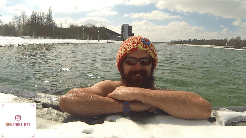 Benedikt Ott beim Winterbaden