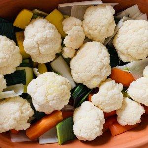 Buntes Gemüse aus dem Römertopf